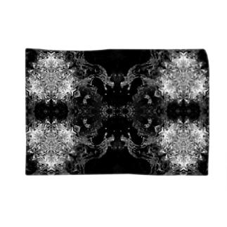 白黒波しぶき幾何学模様04 Blankets