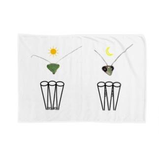 カマキリの昼と夜の複眼(絵文字、背景透過ver) Blankets