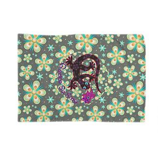 月光装身具ロゴコミカル花柄 Blankets