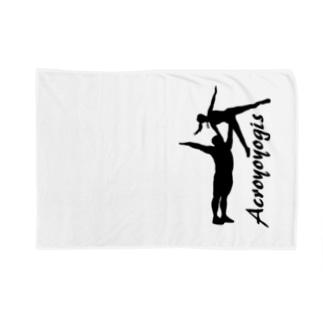 AcroYoyogis2017 Blankets