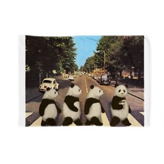 Pandas crossing  ブランケット