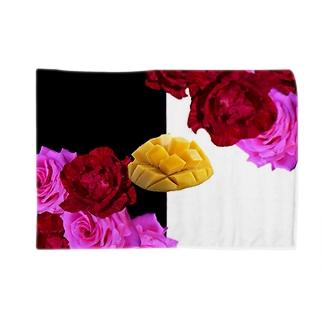 いただきマンゴー💛💖 Blankets