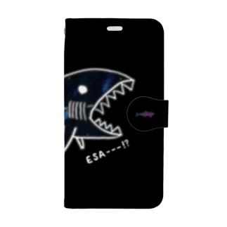 サメとイワシ(ブラック) Book-style smartphone case