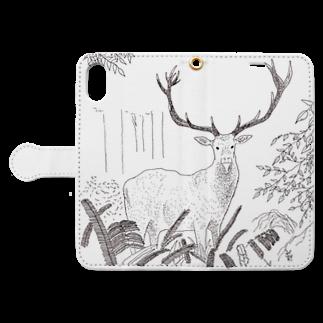 北川ともあき OnlineのDEER IN A FOREST Book-style smartphone caseを開いた場合(外側)