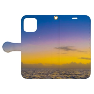 Night to the crescent moon Book-style smartphone case