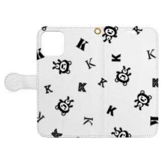 YOO GRAPHIC ARTSのケロっ子 パターン ブラック Book-Style Smartphone Caseを開いた場合(外側)