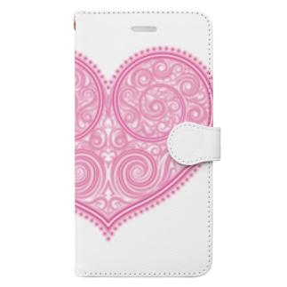 ゴージャスなアクセサリーのようなピンクのハートマーク Book style smartphone case