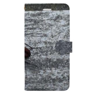家の前のクワガタ Book-style smartphone case