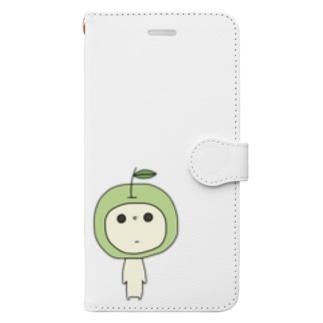 見つめてくるあおりんご Book-style smartphone case