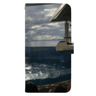 イルカショー Book-style smartphone case