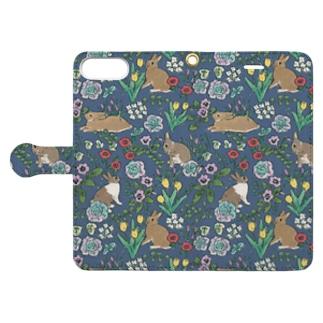 早春とうさぎさんのリバティ風 Book style smartphone case