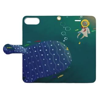 潜水ちゃんとジンベエザメ Book-style smartphone case