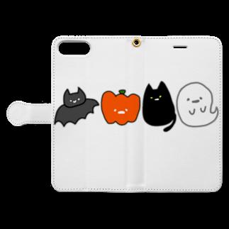 おもち屋さんのハロウィンの仲間たち Book-style smartphone caseを開いた場合(外側)