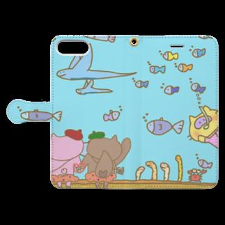 👓ぷんちん📷@LINEスタンプ販売中🐷のぶぅちゃんとポコの水族館デート Book-style smartphone caseを開いた場合(外側)