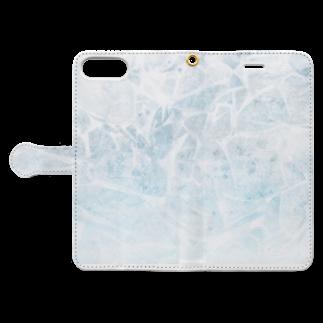 SANKAKU DESIGN STOREのひび割れた氷の湖。 Book-style smartphone caseを開いた場合(外側)