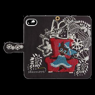 シーモア(she+more)の(iphone) 子猫と郵便配達のお話 Book style smartphone caseを開いた場合(外側)