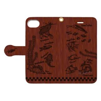 【iPhone6/6s/7/8専用】熱帯魚さん大集合! Book-style smartphone case