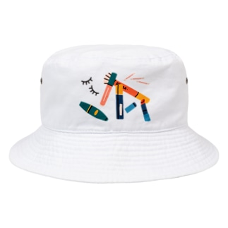 朝の戦闘準備、メイクアップ。 Bucket Hat