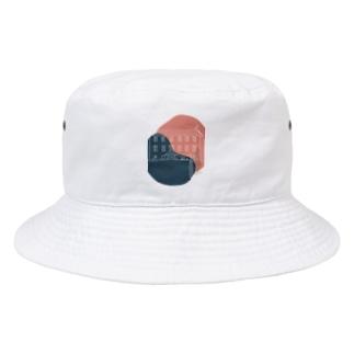 事件の匂いがするペンション。 Bucket Hat