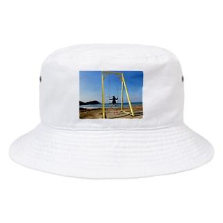 成美とブランコと海 Bucket Hat