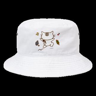 eigoyaの飲みに行く白猫 Bucket Hat