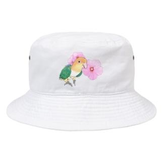 まめるりはことりのお花とシロハラインコちゃん【まめるりはことり】 Bucket Hat