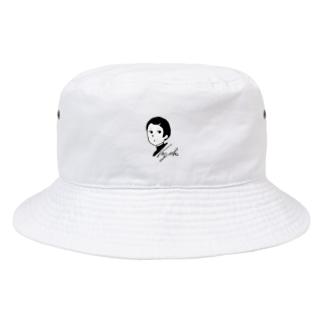 なぜか覗いてくる Bucket Hat