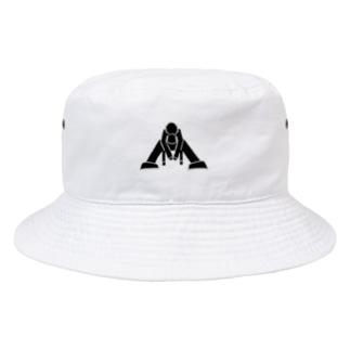 座り込む男 バケットハット Bucket Hat