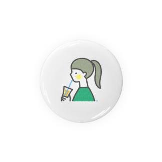 ジュースを飲む女の子 缶バッジ