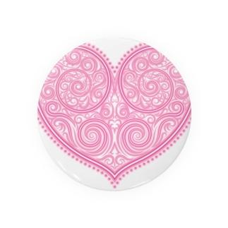 ゴージャスなアクセサリーのようなピンクのハートマーク Badges