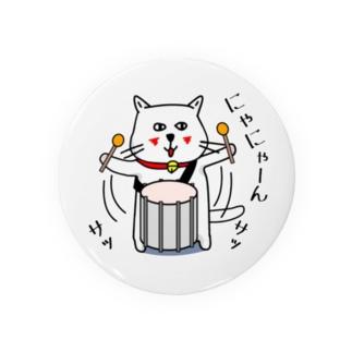 白ネコのネコ先輩、大太鼓どどーん 缶バッジ