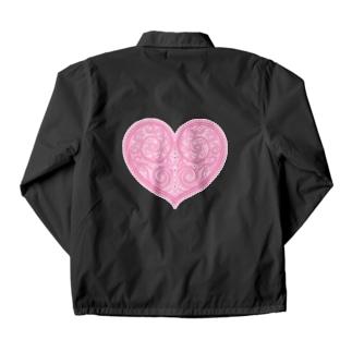 ゴージャスなアクセサリーのようなピンクのハートマーク Coach Jacket