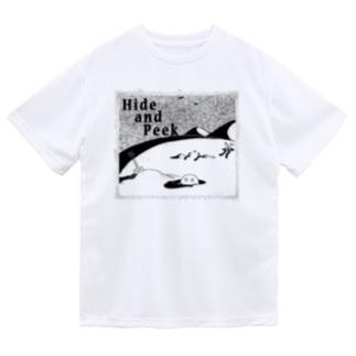 Hide and Peek 穴の中(背景無色) ドライTシャツ