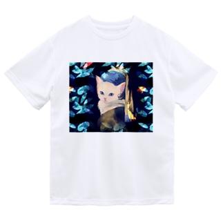 フェルメール真珠の耳飾りの白猫 ドライTシャツ