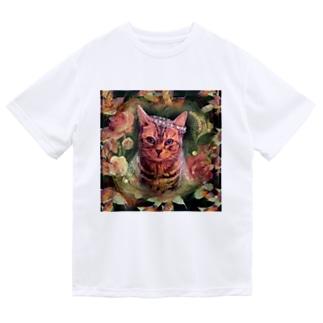 ボタニカルな薔薇と落ち葉のコラージュと花嫁飾りをつけたアメリカンショートヘアーの猫 ドライTシャツ