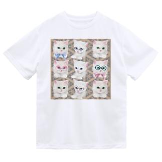 リボンとおしゃれメガネをかけた白猫と北欧風パターンイラスト ドライTシャツ