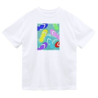 ビーチサンダルと海 Dry T-Shirt