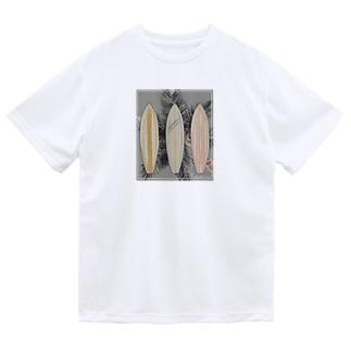 サーフボードと椰子の木[モノクロ] Dry T-Shirt