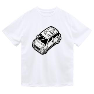 車の上でお昼寝をする猫 Dry T-shirts