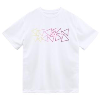 赤色のグラデーションの三角形 Dry T-shirts