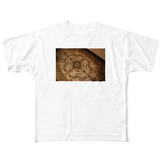 下にある Full graphic T-shirts