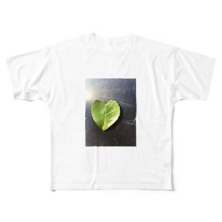 ハートの葉っぱ Full graphic T-shirts