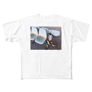 密室の駅のホームのベンチの貼り紙 Full graphic T-shirts