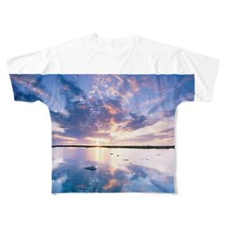 uyuniT Full graphic T-shirts