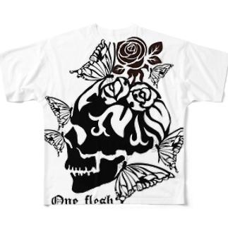 一心同体。 Full graphic T-shirts