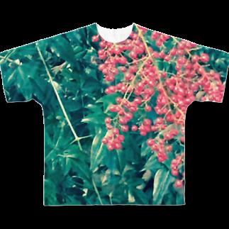 Luckyemeの赤い実南天の実フルグラフィックTシャツ