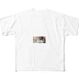 頭を打ってしまうことはしばしばあります Full graphic T-shirts