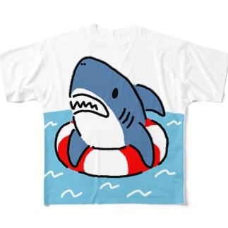 うきわでうかぶサメ Full graphic T-shirts