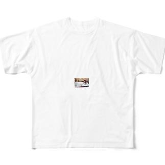 最近ではテレビや雑誌などでもよく紹介されてるの Full graphic T-shirts