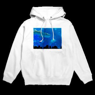 kknkakのジンベイザメの写真 Hoodies